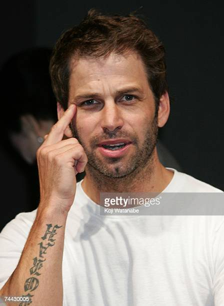 Director Zack Snyder attends a press conference to promote a film 300 at Mandarin Oriental Tokyo June 7 2007 in Tokyo Japan The film opens June 9 in...