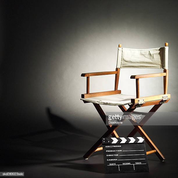 director's chair in the spotlight - cadeira de diretor - fotografias e filmes do acervo