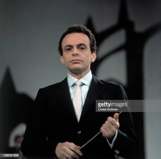 Dirigent LORIN MAAZEL während der ZDF-Aufzeichnung zur 'Kreuzstab-Kantate', Februar 1969.