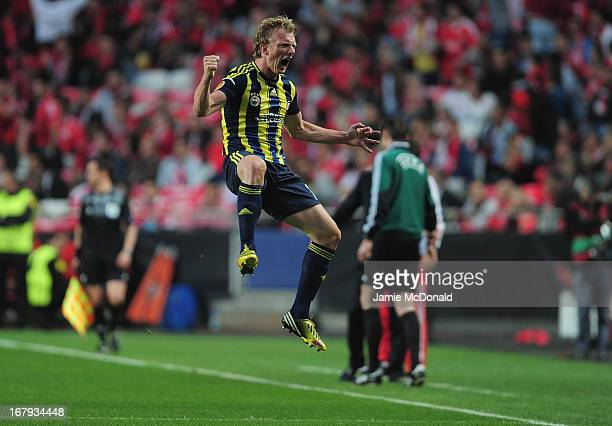 Dirk Kuyt of Fenerbahce celebrates his goal during the UEFA Europa League semi final second leg match between SL Benfica and Fenerbahce SK at the...