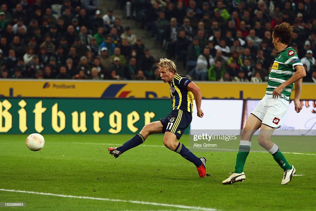 Dirk Kuyt of Fenerbahce scores his team's third goal against Roel Brouwers of Moenchengladbach during the UEFA Europa League group C match between Borussia Moenchengladbach and Fenerbahce SK at Borussia-Park on October 4, 2012 in Moenchengladbach, Germany.