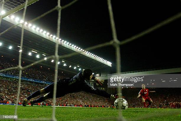 Dirk Kuyt of Liverpool scores the penalty against Petr Cech of Chelsea to win the UEFA Champions League semi final second leg match between Liverpool...