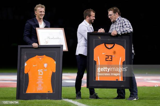 Dirk Kuyt Rafael van der Vaart Willem van Hanegem during the UEFA Nations league match between Holland v Germany at the Johan Cruijff Arena on...