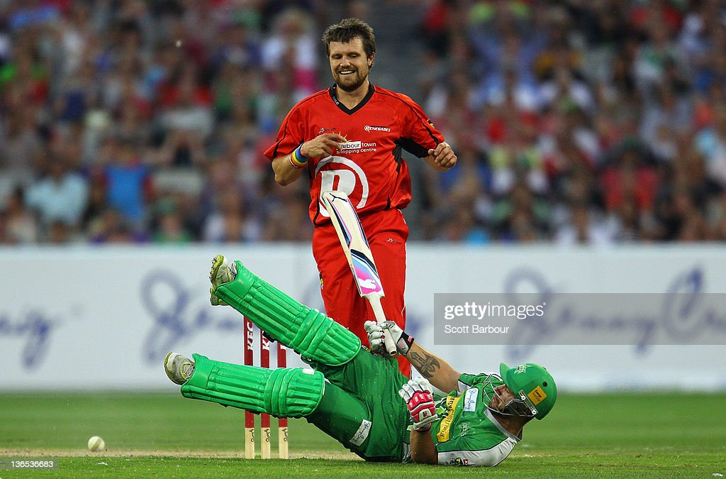 Dirk Nannes of the Renegades attempts to run out Matthew Wade of the Stars during the T20 Big Bash League match between the Melbourne Stars and the Melbourne Renegades at the Melbourne Cricket Ground on January 7, 2012 in Melbourne, Australia.