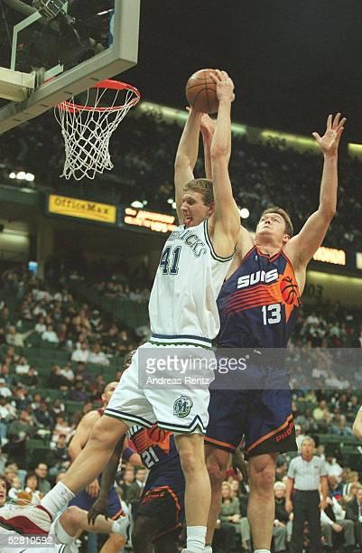 90 Dirk NOWITZKI /Dallas Mavericks Luc LONGLEY/Suns