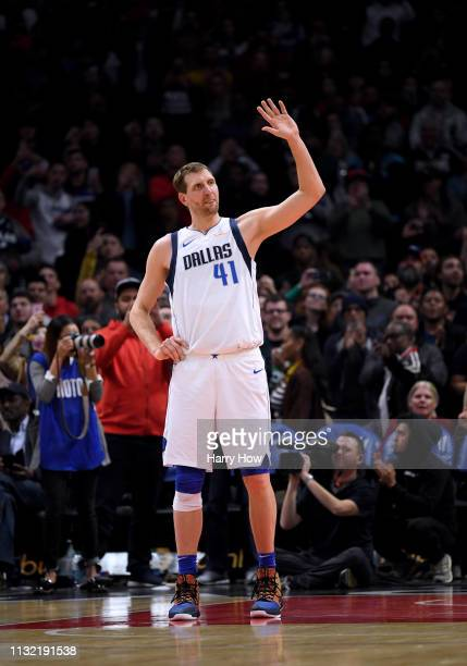 Dirk Nowitzki of the Dallas Mavericks acknowledges an ovation from the crowd in his final game against the LA Clippers during a 121112 Clipper win at...