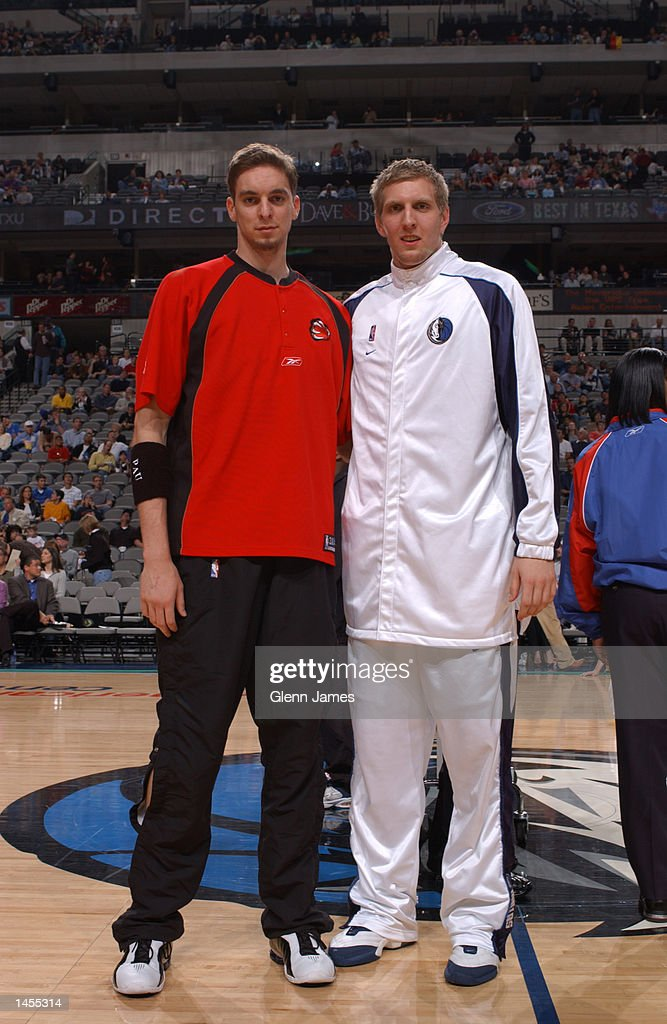 ¿Cuánto mide Dirk Nowitzki? - Real height Dirk-nowitzki-of-the-dallas-mavericks-poses-with-pau-gasol-of-the-picture-id1455314