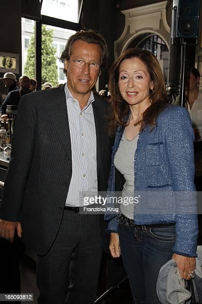 Dirk Von Haeften Und Vicky Leandros Beim Dkms Life Ladies Lunch In Der Bank In Hamburg .