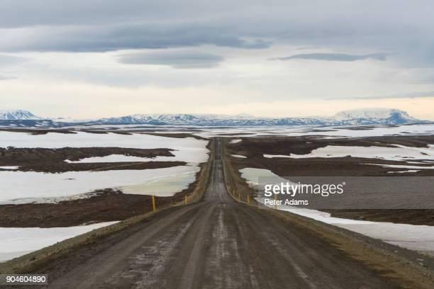 dirt road near lake myvatn, iceland - descrição geral - fotografias e filmes do acervo