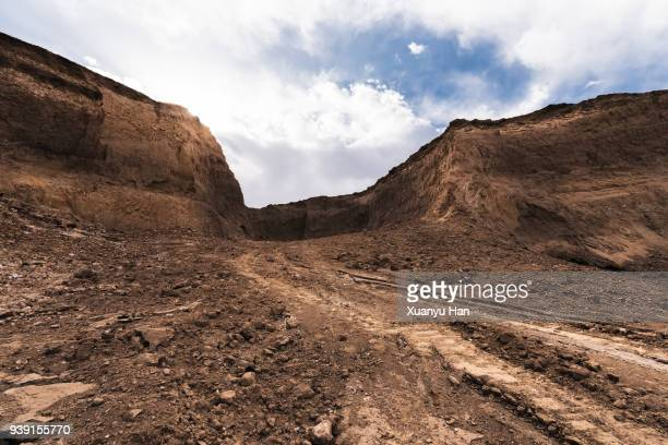 dirt road passing through a desert, auto advertising background - extreme terrain stock pictures, royalty-free photos & images