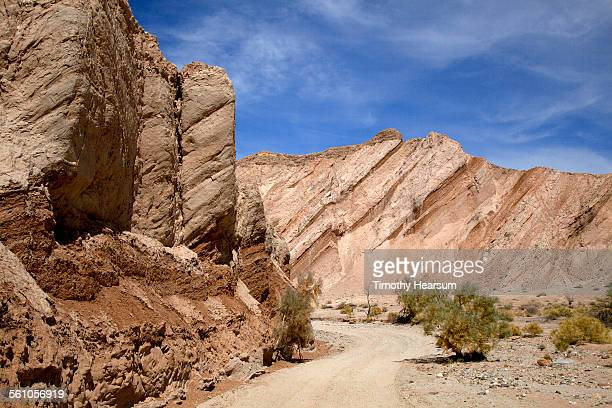 dirt road running through canyon - timothy hearsum stock pictures, royalty-free photos & images