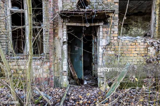 dirty facade with windows and door at an abandoned building - smurfs: the lost village stock pictures, royalty-free photos & images