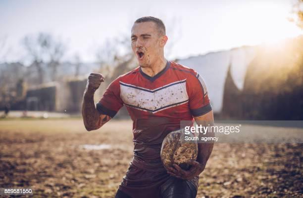 schmutzige rugbyspieler - sporttrikot stock-fotos und bilder