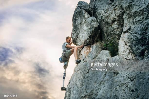 disability man free rock climbing - rock climbing stock pictures, royalty-free photos & images