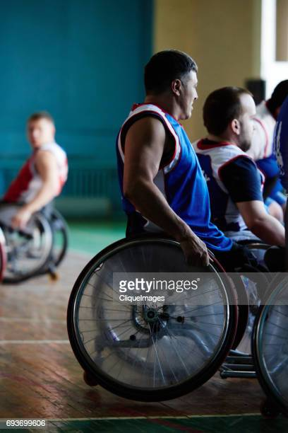 disabled basketball players on break - cliqueimages stockfoto's en -beelden