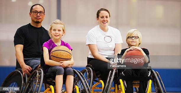 Los niños minusválidos de entrenamiento atlético