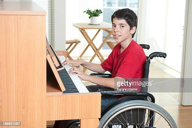 Handicapé jeune Musicien