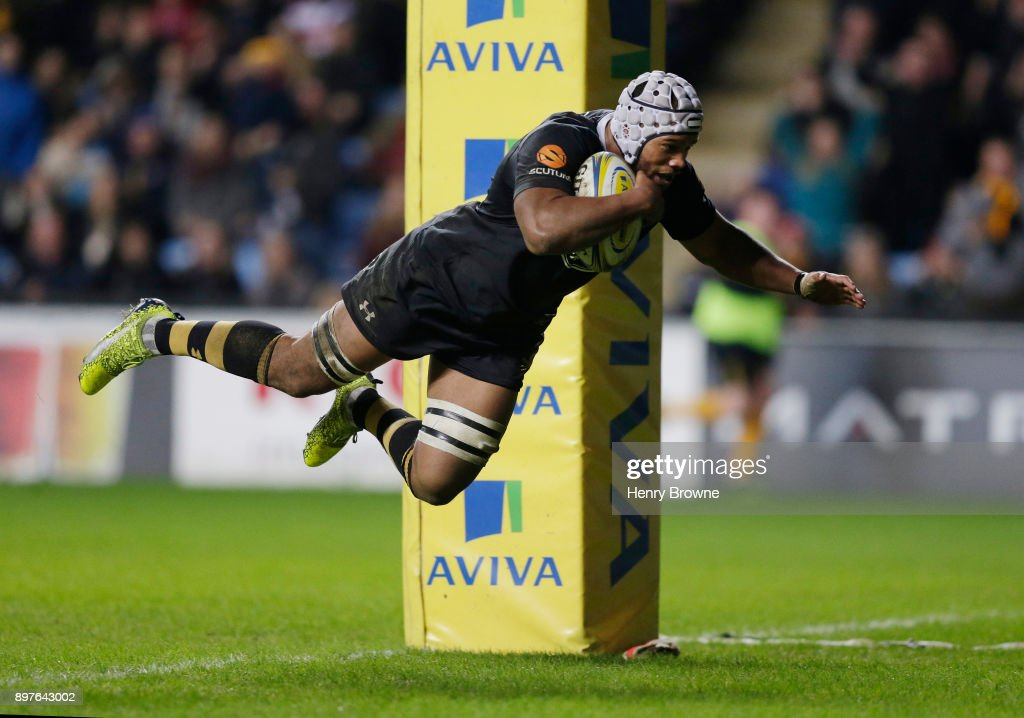 Disallowed try by Nizaam Carr of Wasps during the Aviva Premiership match between Wasps and Gloucester Rugby at The Ricoh Arena on December 23, 2017 in Coventry, England.