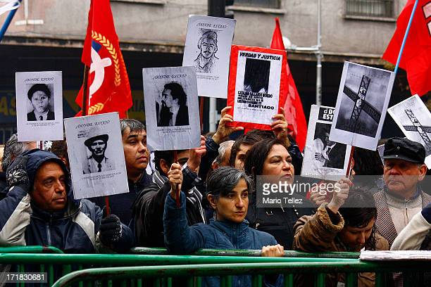 CONTENT] disappeared relatives show signs of rejection tribute to dictator Augusto Pinochet