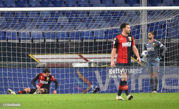 Disappointment for Genoa CFC players after second score of Sasa Lukic of Turin during the Serie A match between Genoa CFC and Torino FC at Stadio...