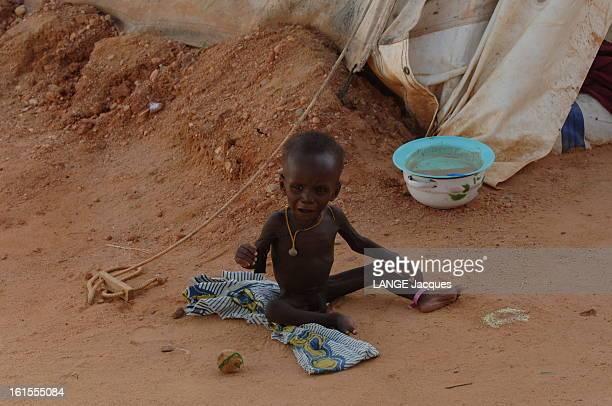 Disaster In Niger Les premières aides finissent par arriver au NIGER touché par une famine massive suite à la sécheresse et à des nuées de criquets...