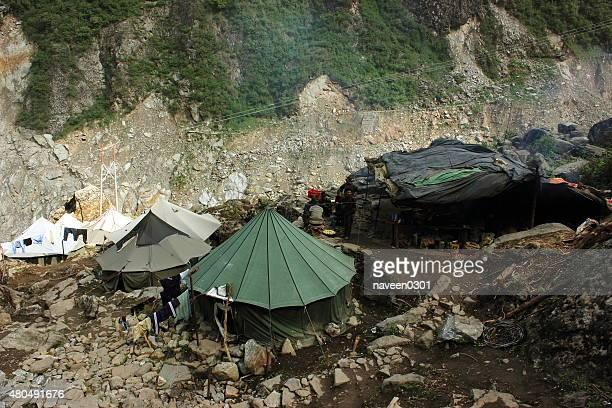 救援力ハッツ kedarnath トレッキングにルート - 危機管理 ストックフォトと画像
