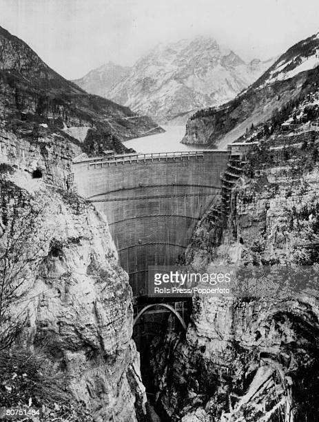 circa 1962 The massive Vajont Dam in Northern Italy On 9th October 1963 after heavy rain giant landslides fell into the resevoir which caused a tidal...