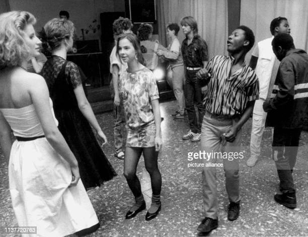 Disco ist angesagt im Jugendtouristikhotel Werner Lamberz in Naumburg Bei diesen geselligen Veranstaltungen sind neben den Hotelgästen auch...