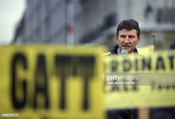Discours de Philippe de Villiers à la manifestation des agriculteurs contre les accords du GATT sur le Champ de Mars le 14 décembre 1993 à Paris...