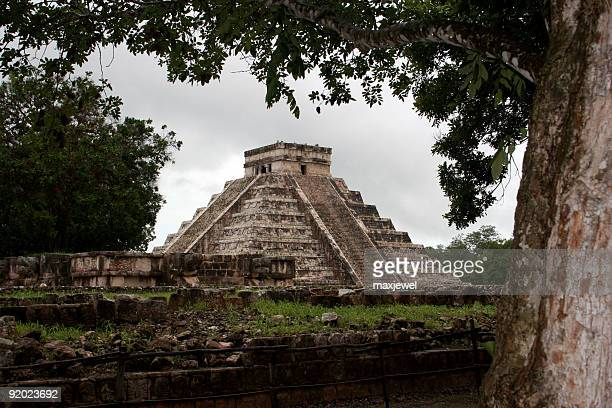 discovering the mayan pyramid at chichen itza, mexico - aztec civilization stock photos and pictures