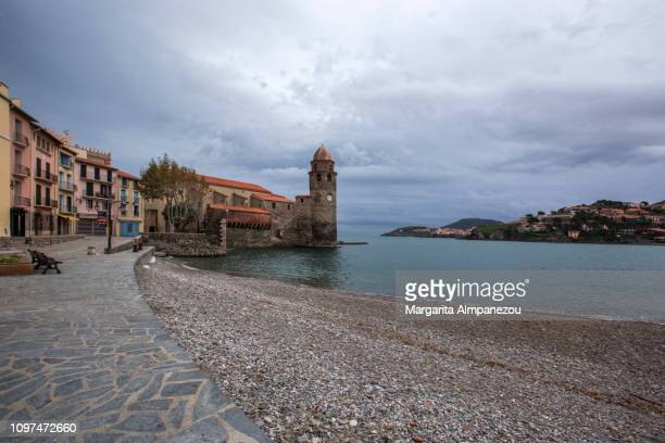 discovering the south of france: collioure old town - catalogne photos et images de collection