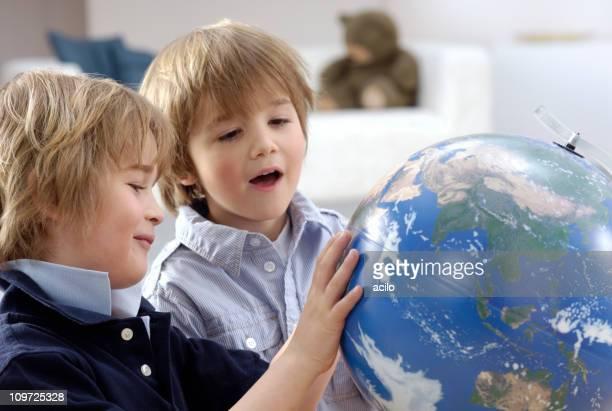scoprire il mondo - mappamondo foto e immagini stock