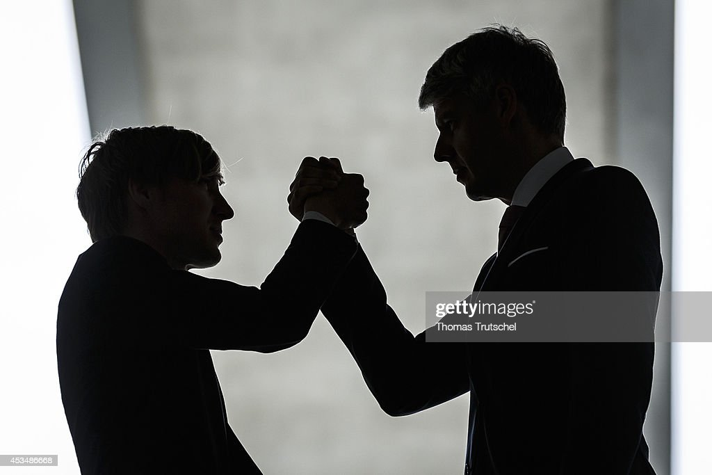 Arm Wrestling : News Photo