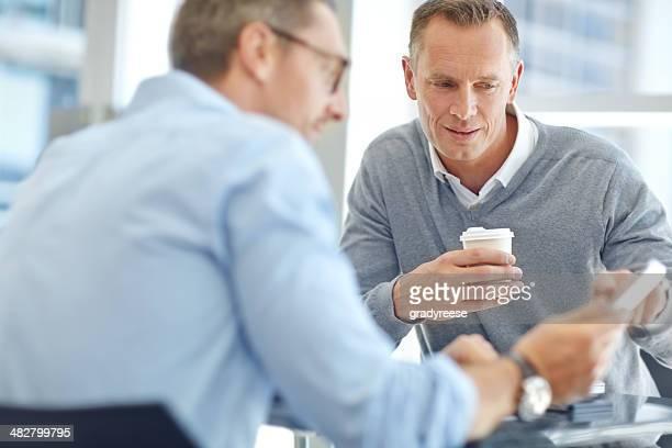 Politiques d'affaires discuter ensemble