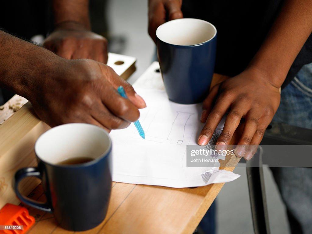 Discussing DIY plans over coffee break : Stock Photo