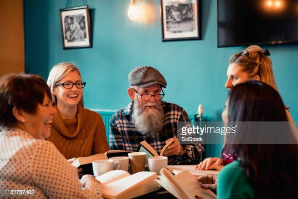 discussing during a book club - book club meeting stock pictures, royalty-free photos & images