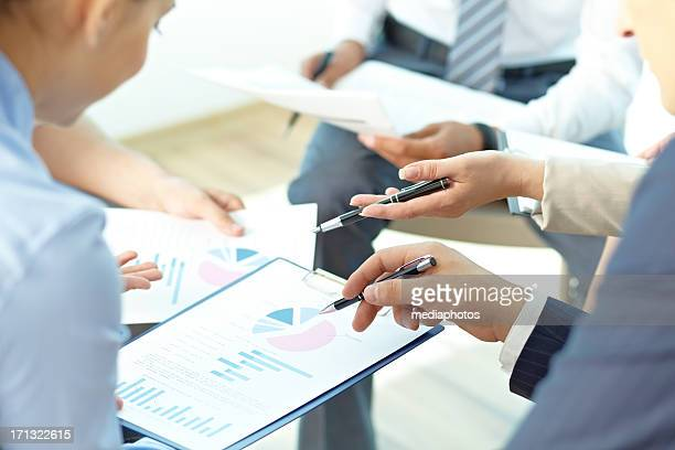 discussing spreadsheet information - panel discussion stock pictures, royalty-free photos & images