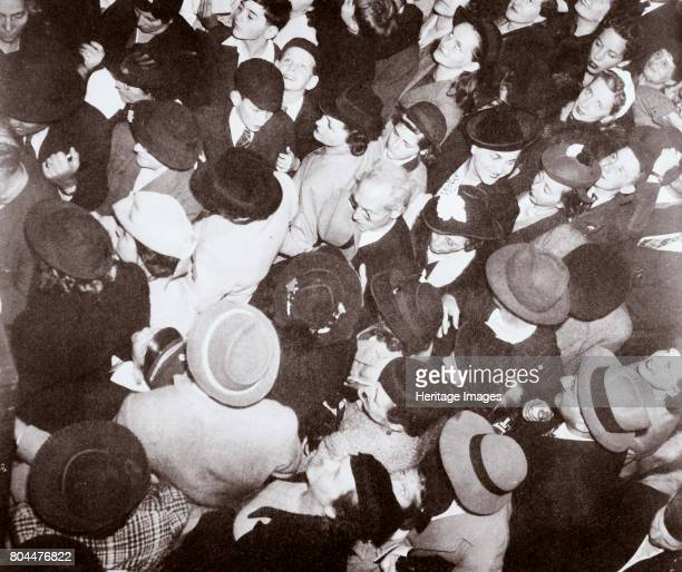 Disembarked passengers from the liner 'Conte di Savoia', New York, USA, September 1939. Passengers going through immigration. The SS 'Conte di...