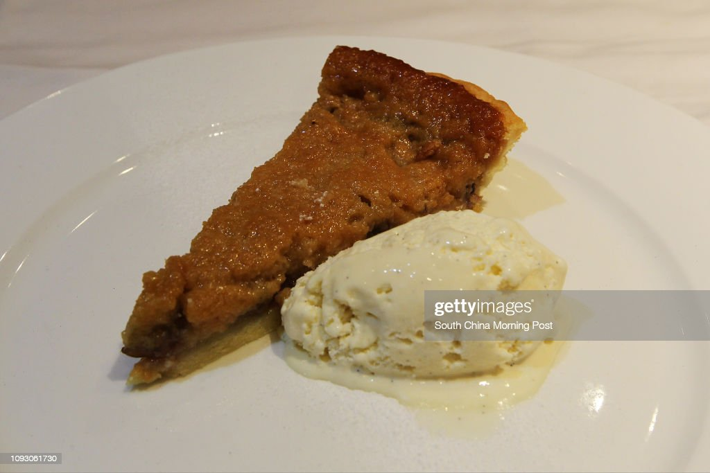 Dishes of Treacle, banana and pecan tart at Henry's, 64 Stanley Main Street in Stanley. 11OCT17 SCMP / Roy Issa : News Photo