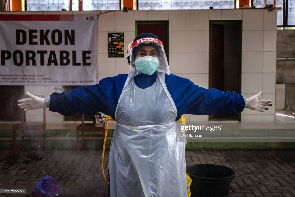 Indonesia Impose Restrictions As Coronavirus Cases Rise : ニュース写真