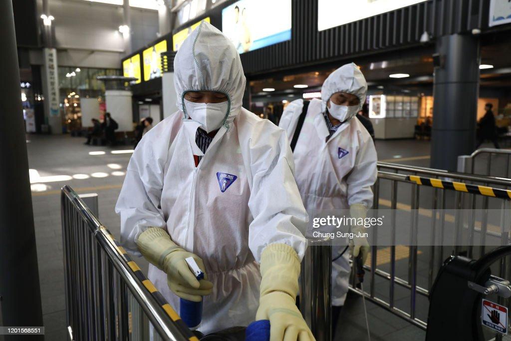 China's Wuhan Coronavirus Spreads To South Korea : News Photo