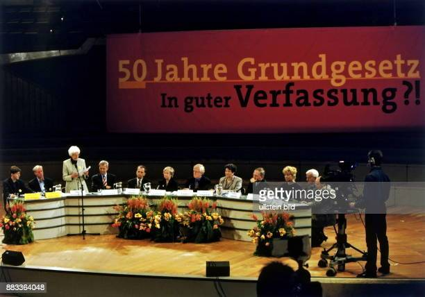 Diskussionsveranstaltung zum 50 Jahrestag des Bestehens des Grundgesetzes der Bundesrepublik Deutschland in der Jan Rüttgers Heiko Lietz Hildegard...