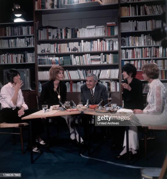 Diskutieren über Literatur: Die Autoren BARBARA KÖNIG, RENATE RASP, HANS WERNER RICHTER, GABRIELE WOHMANN, HELGA M. NOVAK, 1. Sendung im ZDF, Okt....