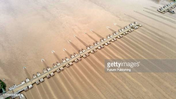 Dismantle the Xiaoying floating bridge on the Yellow River. Binzhou City, Shandong Province, China, June 26, 2020. Xiaolangdi Reservoir of the Yellow...