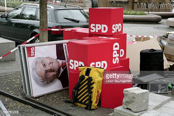 GERMANY BERLIN dismantling work of large election posters of the SPD with the portrait of DR Frank Walter STEINMEIER chancellor candidate of SPD