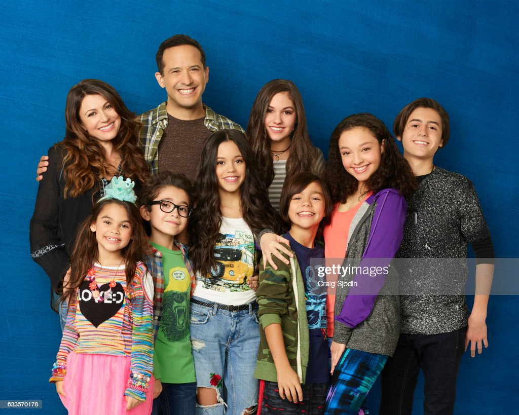 """Disney Channel's """"Stuck In The Middle"""" - Season Two : News Photo"""