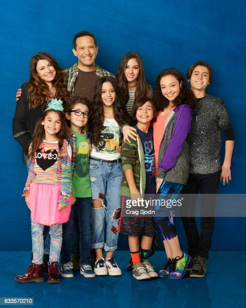 MIDDLE Disney Channel's Stuck in the Middle stars Cerina Vincent as Suzy Diaz Ariana Greenblatt as Daphne Diaz Nicolas Bechtel as Lewie Diaz Joe...