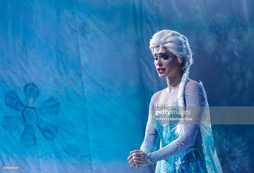 Disney on ice scenes with princess elsa from frozen movie scenes with princess elsa from frozen movie the show arrives to 100 years of entertaining voltagebd Gallery