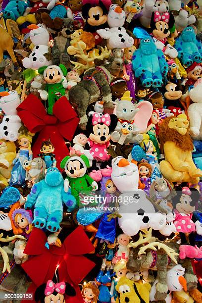 disney themed christmas tree st pancras london - minnie mouse stock pictures, royalty-free photos & images