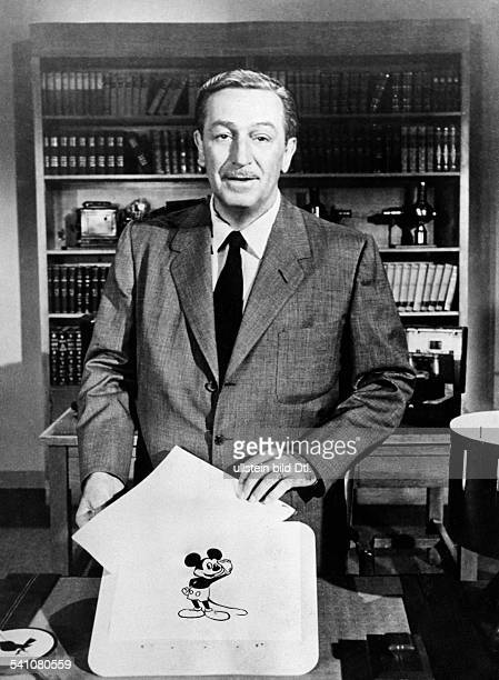 Disney Walt Film producer Businessman USA* Portrait with a drawing of Mickey Mouse around 1957 Published by 'Radio Revue' 45/1957 Vintage property of...